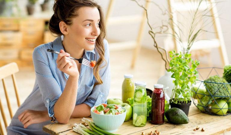 Người bệnh nên ăn những thực phẩm giàu kẽm, vitamin khi vị viêm họng