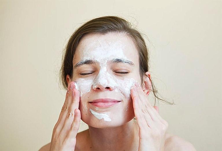 cách chăm sóc da mặt khi bị chàm