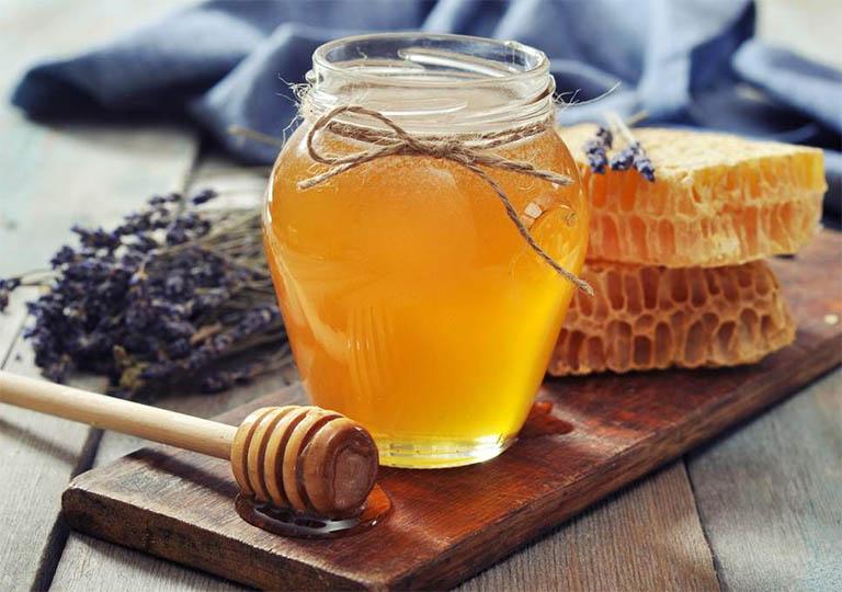 chữa chàm ở mặt bằng mật ong nguyên chất