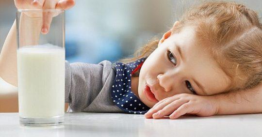 Bị đau họng có nên uống sữa không?