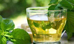 Trà bạc hà là một thức uống thơm ngon, sảng khoái có thể giúp giảm viêm và khó chịu ở cổ họng.