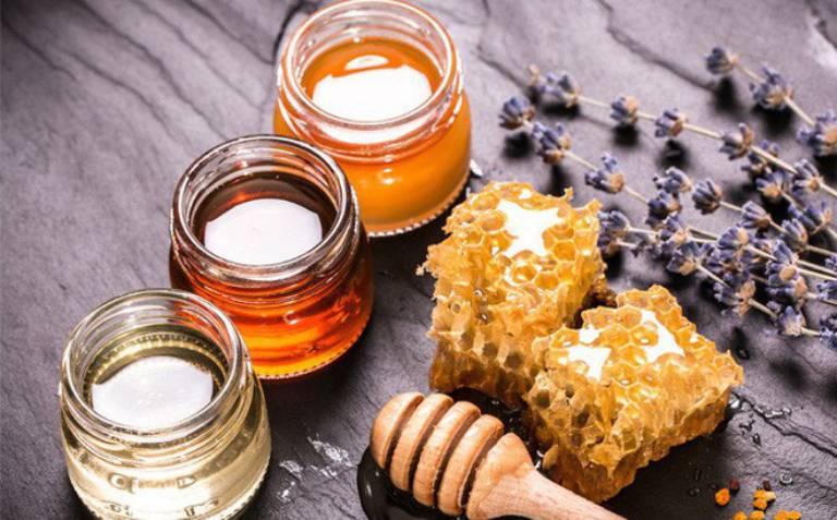 Mật ong có tính kháng khuẩn mạnh mẽ nên rất phù hợp để chữa bệnh