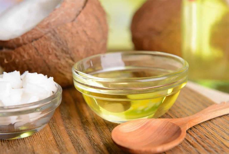 cách chữa bệnh chàm ở tay bằng dầu dừa
