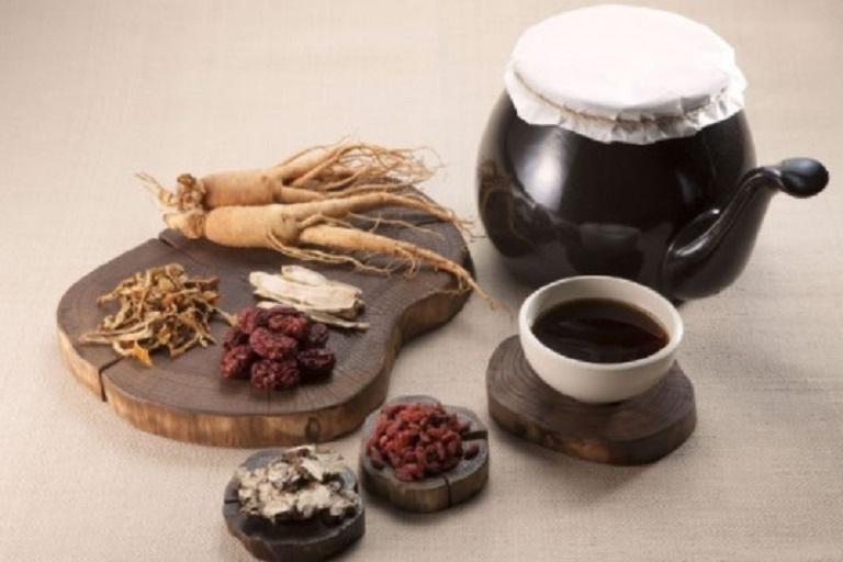 Uống thuốc Đông y để điều trị bệnh chàm bìu