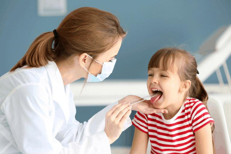 Dựa theo triệu chứng có thể chẩn đoán viêm họng cấp