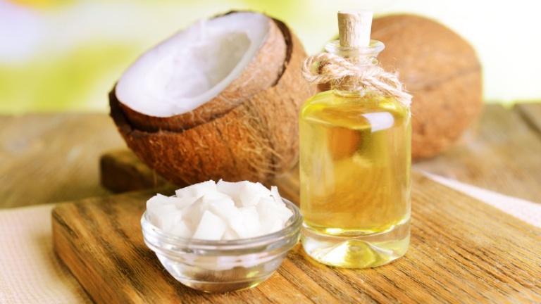 Cải thiện các triệu chứng của bệnh chàm da bằng cách thoa dầu dừa