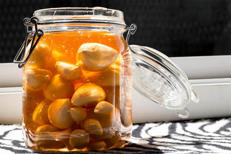 chữa đau dạ dày bằng tỏi và mật ong nguyên chất