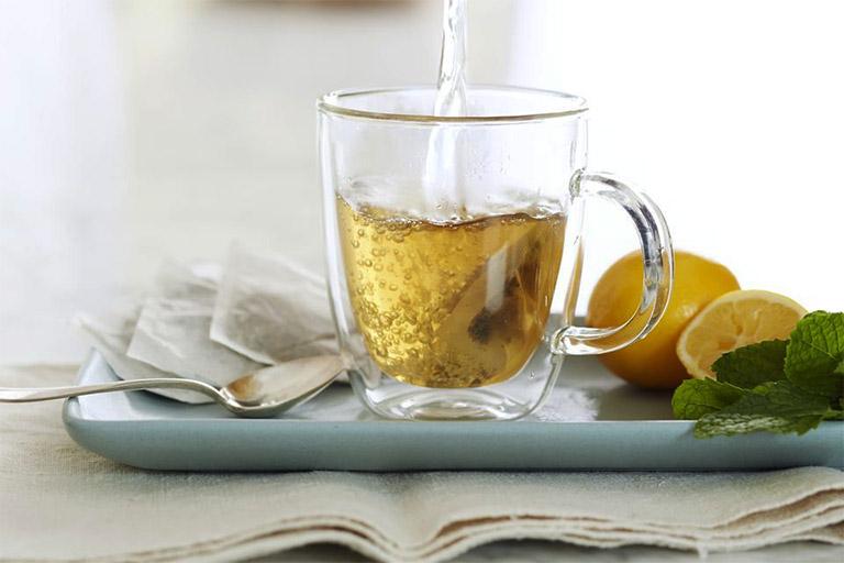 chữa đau dạ dày bằng mật ong pha nước ấm