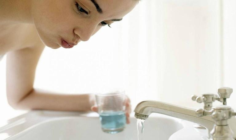 Viêm amidan có nên ngậm nước muối không