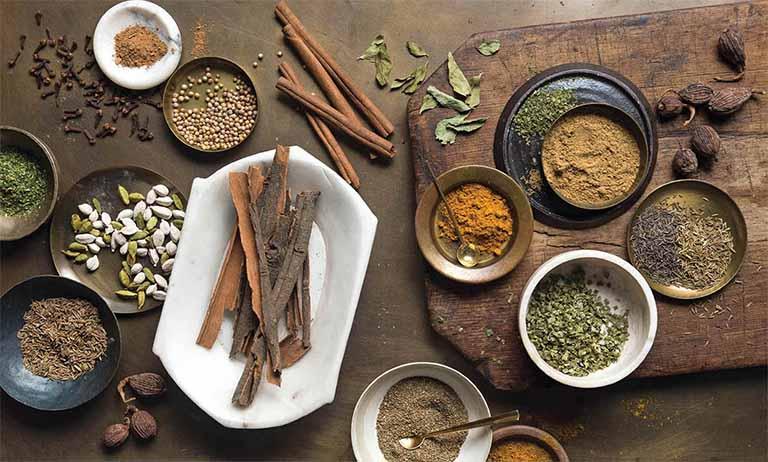 Bài thuốc rượu ngâm từ lá hẹ và các loại thảo dược Đông y khác giúp cải thiện tình trạng xuất tinh sớm