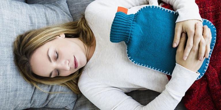 Chườm ấm có tác dụng đẩy lùi cơn đau dạ dày một cách nhanh chóng và hiệu quả