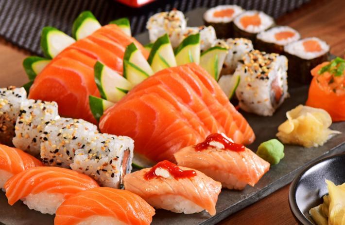 Đồ ăn tươi sống có thể gây ra bội nhiễm, kiến bệnh trầm trọng hơn đối vơi bệnh nhân viêm amidan hốc mủ