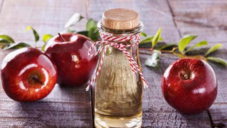 Trong giấm táo và các loại giấm có nồng độ acid lớn, có tác dụng kháng viêm, diệt khuẩn.