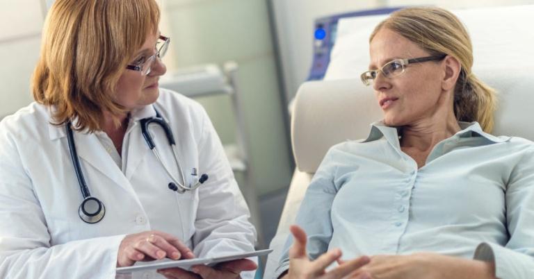 Khi bị đau dạ dày nặng người bệnh nên đến gặp bác sĩ để được hướng dẫn cải thiện tích cực