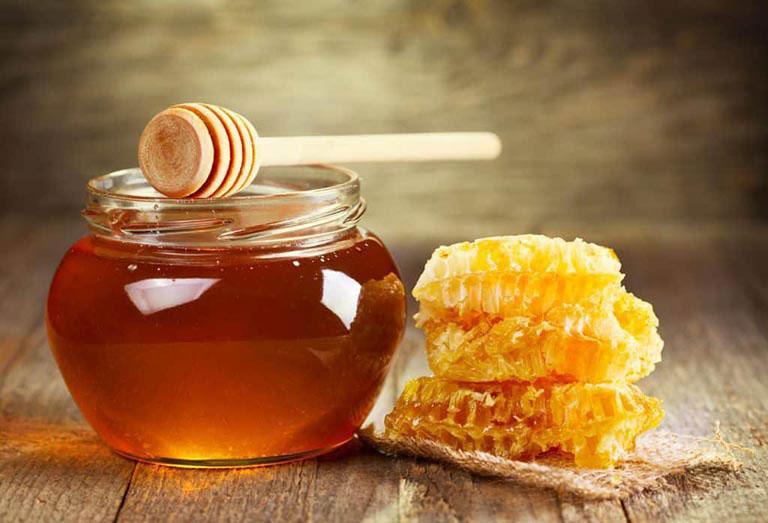 Mật ong sẽ giúp sửa chữa và hồi phục tế bào amidan cùng niêm mạc họng đã bị tổn thương do vi khuẩn, virus xâm nhập