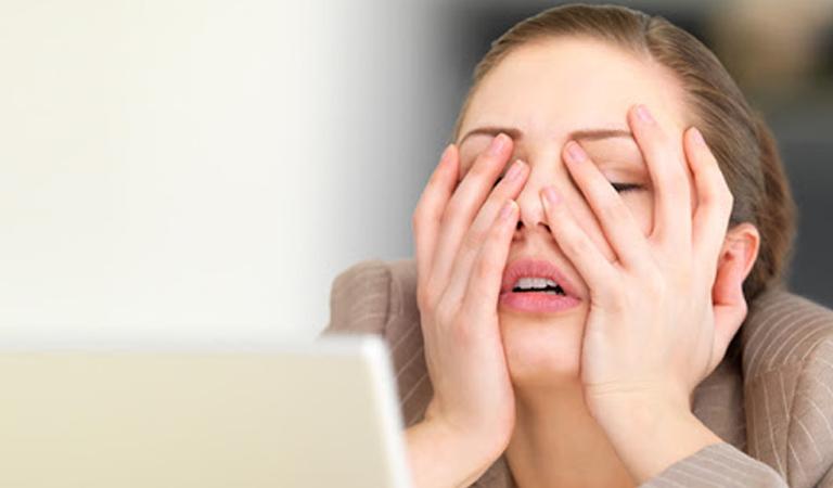Cơ thể mệt mỏi, thường xuyên stress là một trong những nguyên nhân gây viêm họng nổi hạch.