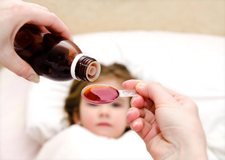 Trẻ 2 tuổi bị nổi mẩn đỏ như muỗi đốt