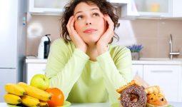 Trẻ bị viêm amidan cần kiêng một số nhóm thực phẩm có hại cho cổ họng