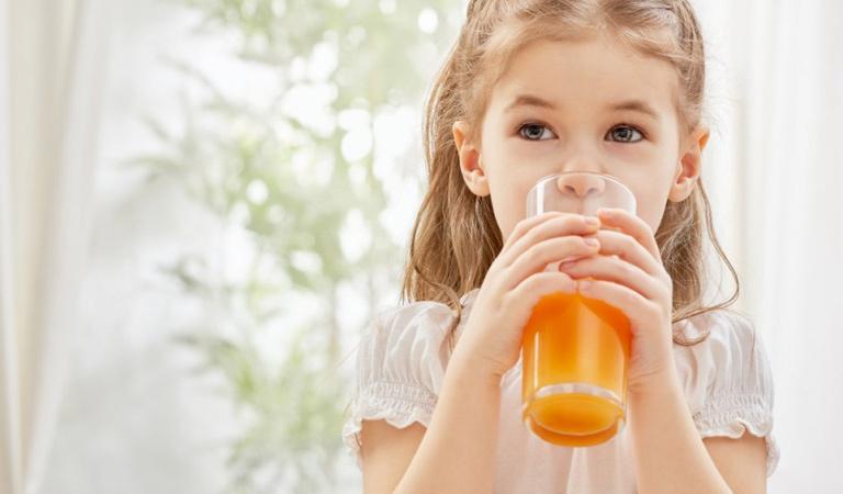 Viêm họng có nên uống nước cam không?