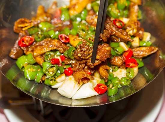 Người bị viêm amidan nên kiêng thực phẩm cay nóng