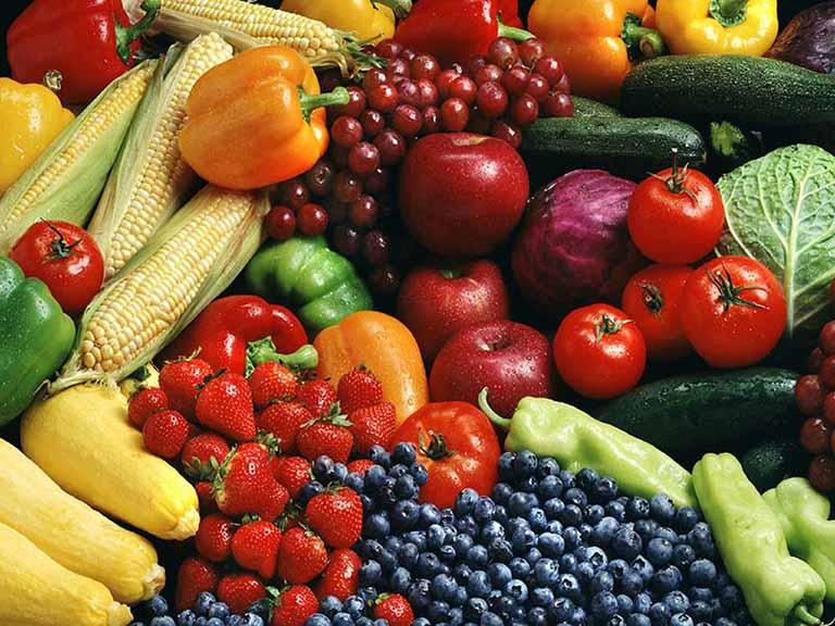 Người bệnh nên tăng cường ăn rau xanh và trái cây để hỗ trợ điều trị bệnh