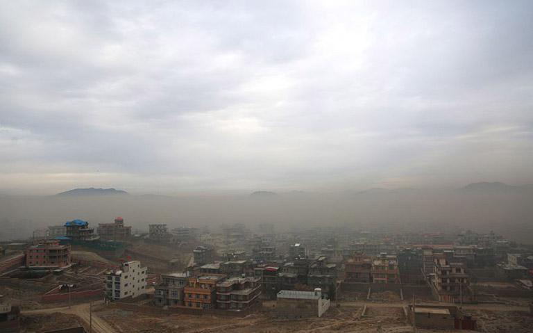 Ô nhiễm không khí là nguyên nhân gây viêm họng kéo dài
