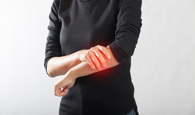 Người bị viêm họng kéo dài luôn cảm thấy nhức mỏi tay chân