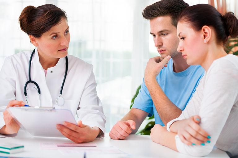 Đến thăm khám để được bác sĩ điều trị dứt điểm viêm họng kéo dài