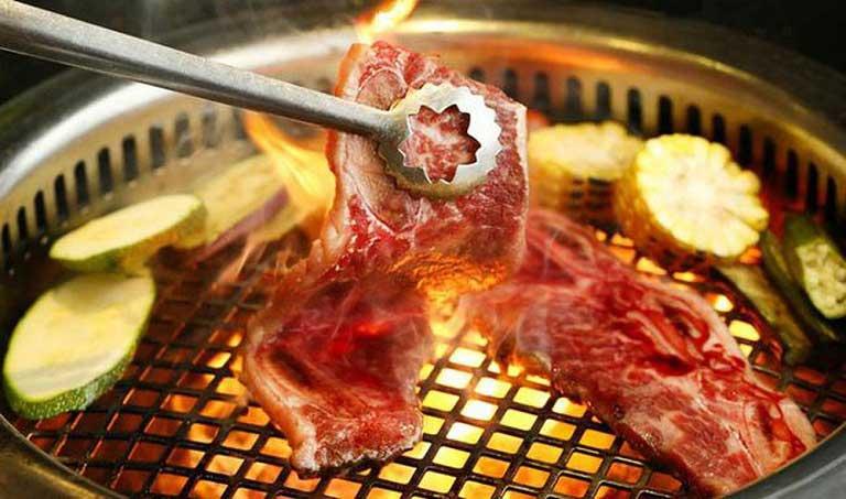 Khi bị đau họng nên hạn chế đồ ăn chiên nướng