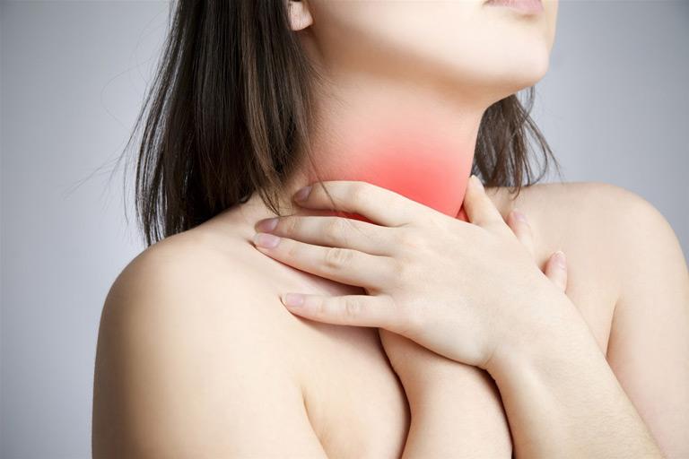 Triệu chứng viêm amidan cuống lưỡi gây đau rát cổ họng, ho kéo dài
