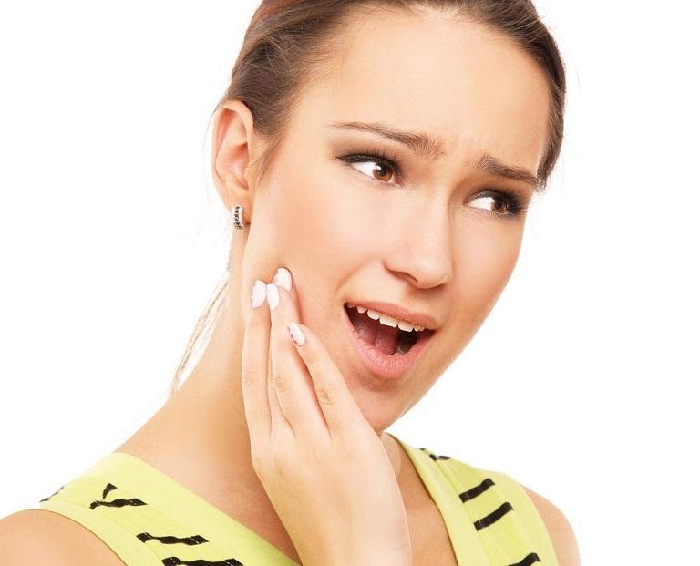 Vệ sinh răng miệng kém là nguyên nhân gây viêm họng vincent