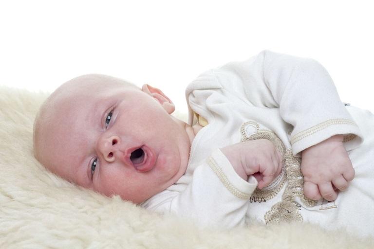 trẻ bị bệnh viêm phế quản