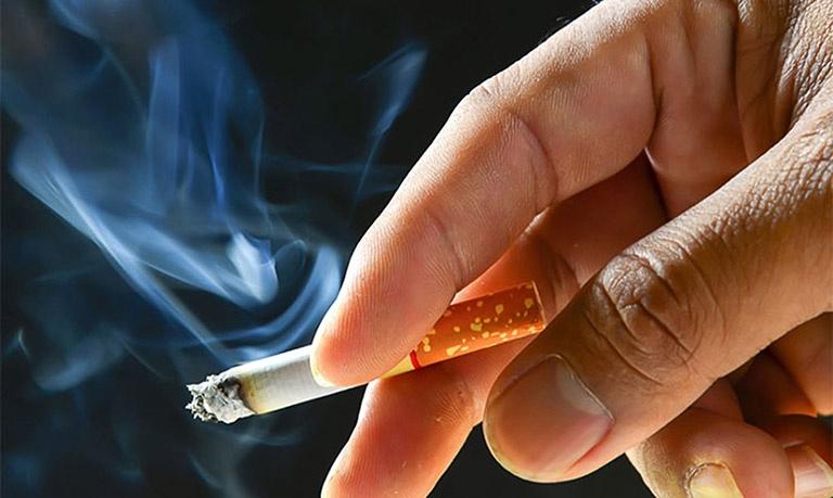 Khói thuốc lá chứa nhiều độc tố gây ảnh hưởng đến chất lượng tinh trùng
