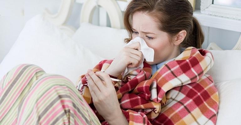 Bà bầu bị viêm xoang thường xuyên cảm thấy nghẹt mũi, khó thở hoặc thở khò khè