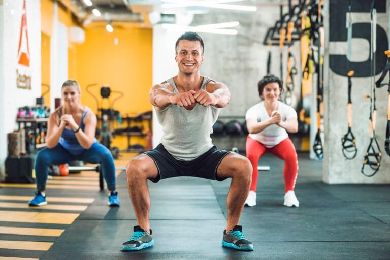 Squat là bài tập chữa yếu sinh lý điển hình và dễ thực hiện