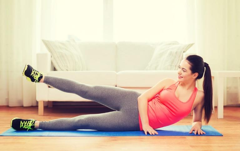 Bài tập cơ hông bên đùi có tác dụng hỗ trợ điều trị đau khớp gối rất tốt