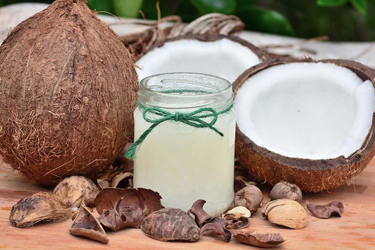 Bài thuốc dân gian chữa bệnh trĩ từ dầu dừa
