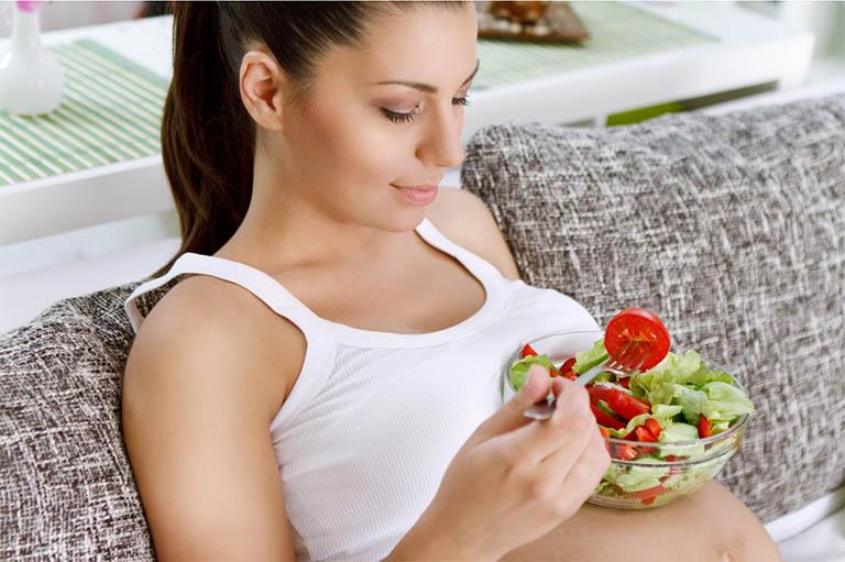 Phụ nữ đang mang thai cần phải có chế độ sinh hoạt và chế độ ăn uống chặt chẽ hơn