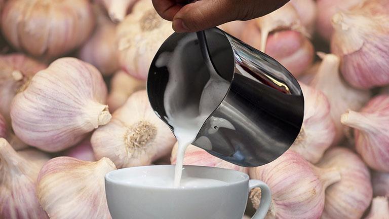 Uống sữa giúp xoa dịu cổ họng, giảm đau nhanh