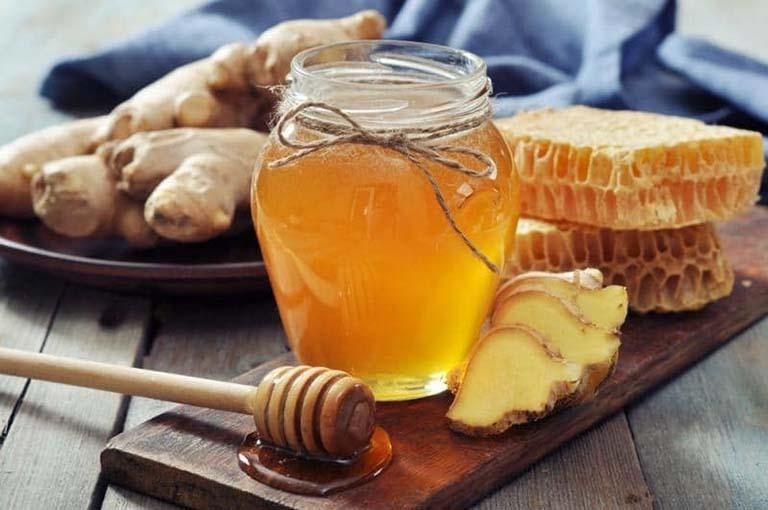 Sử dụng mật ong trong các cách trị ho bằng gừng để tăng hiệu quả