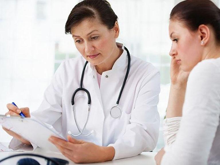 Đến khám bác sĩ ngay nếu thấy các triệu chứng bất thường khi sử dụng cách trị ho tại nhà