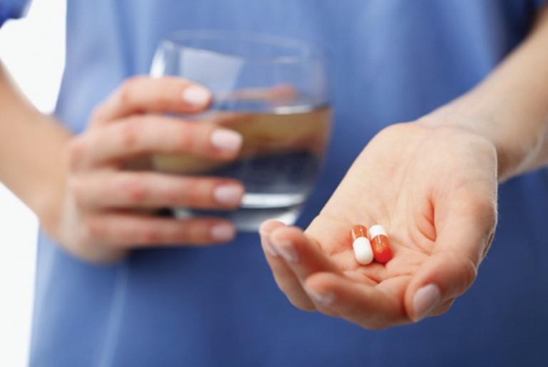 Nếu đang dùng thuốc Tây y, bạn cần phải hết sức cẩn thận khi áp dụng phương pháp chữa bệnh trĩ bằng tỏi