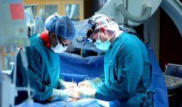 Bác sĩ sẽ tiến hành gây mê để giảm đau đớn cho bệnh nhân