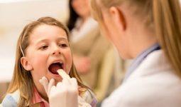 Sau khi cắt amidan người bệnh vẫn phải nằm viện một thời gian ngắn để bác sĩ theo dõi sức khỏe