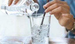 Không uống nước đá khi bị viêm họng mạn tính