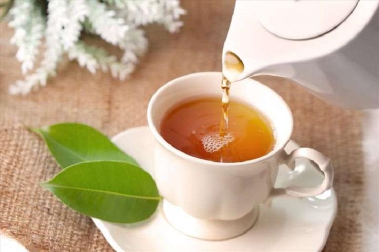 Nước trà xanh giúp se vết mổ và cầm máu hiệu quả