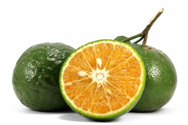 Dùng cam sành kết hợp với hành khô và phèn chua để chữa bệnh đau vai gáy tại nhà