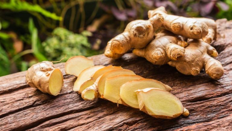 Hoạt chất tự nhiên có trong gừng tươi có khả năng cải thiện triệu chứng đau vai gáy rất tốt