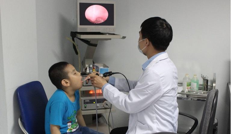 Thăm khám bác sĩ chuyên khoa nếu thấy tình trạng viêm họng không thuyên giảm
