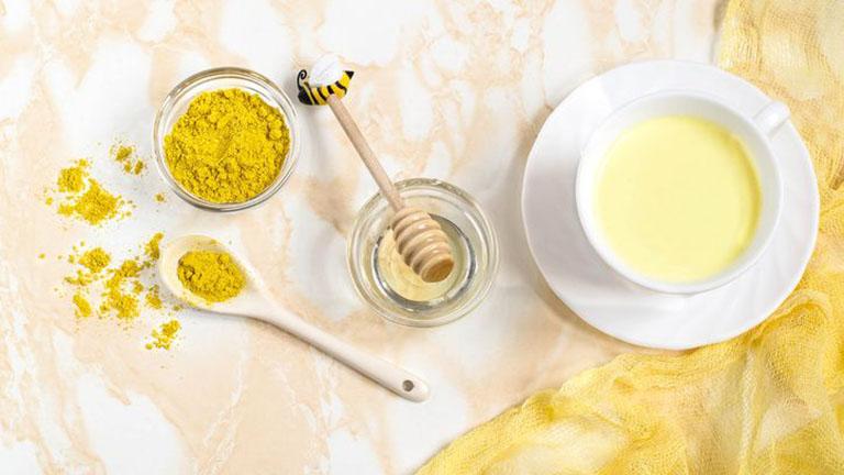 Nghệ và mật ong là 2 nguyên liệu chính trong công thức sữa vàng (golden milk) nổi tiếng của y học Ấn Độ.